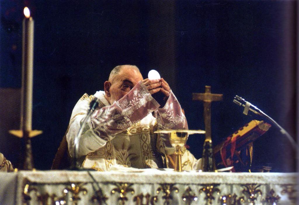 padre pio ostia altare 043
